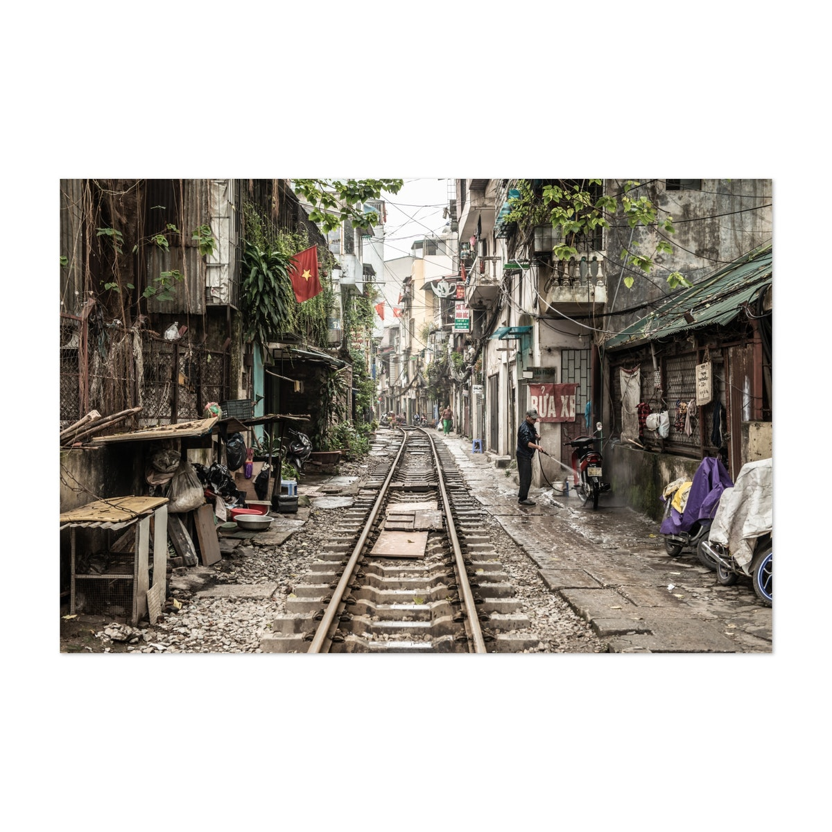Life on the side of the railroad, Vietnam